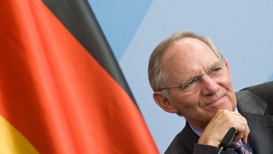 Leichte Entspannung: Dank günstigerer Wirtschaftsentwicklung muss Bundesfinanzminister Wolfgang Schäuble (CDU) weniger Kredite aufnehmen