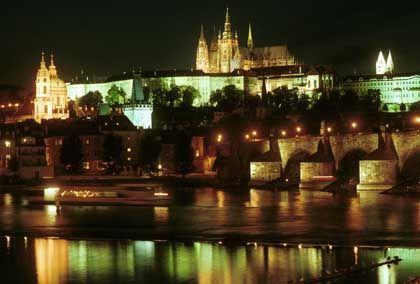 Prag bei Nacht: Zum Teil völlig andere Trinkgewohnheiten