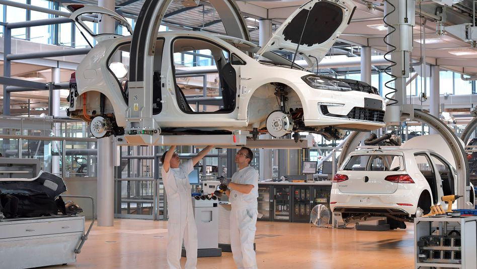 Elektro-Golf-Produktion in der Gläsernen Manufaktur in Dresden