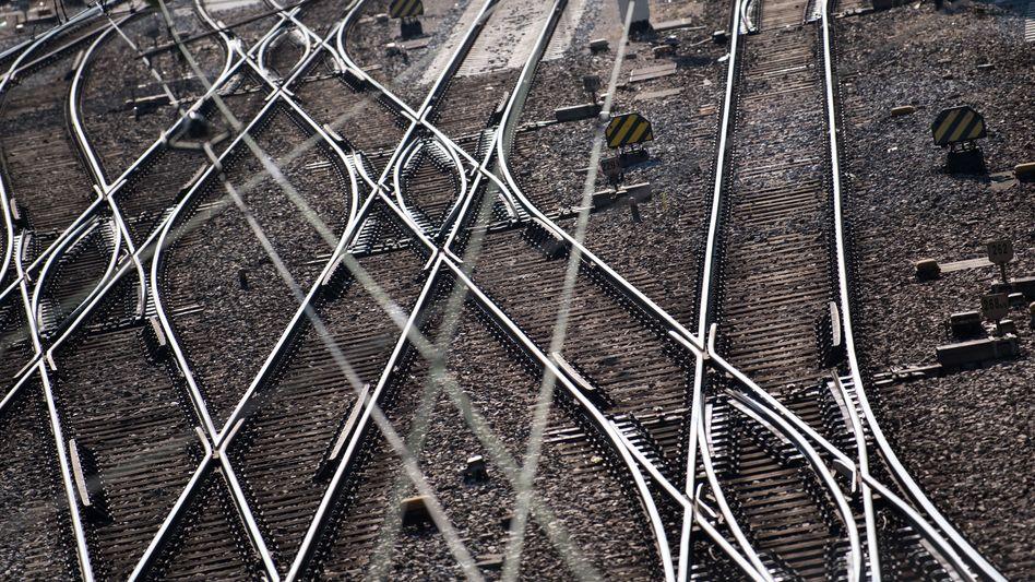 Gleise am Münchner Hauptbahnhof: Bis 2029 kann die Bahn deutlich mehr ins Schienennetz investieren als bisher