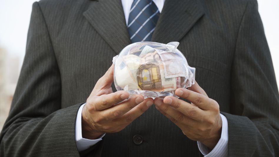 Weniger auf der hohen Kante: Kapitalschwächere Lebensversicherer wollen zeitweise weniger Gewinne ausschütten um ihre Garantieverpflichtungen besser erfüllen zu können