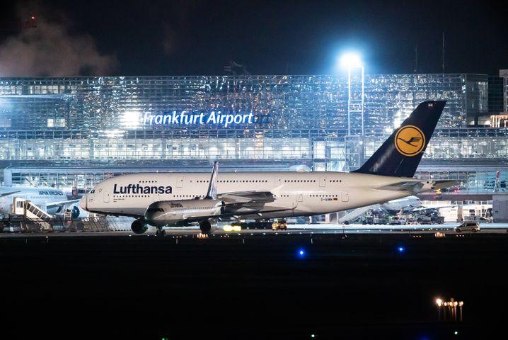 Flughafen Frankfurt am Main: Fast die Hälfte aller Flüge fällt hier am Dienstag aus