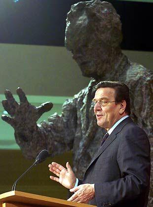 Schützende Hand: Bundeskanzler Gerhard Schröder