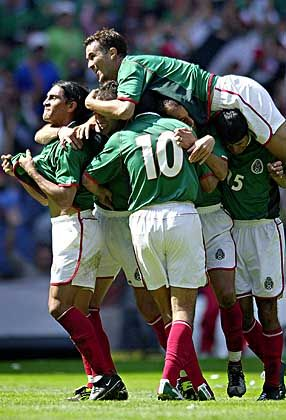 Neue Kameradschaft: Die Mexikaner haben den Teamgeist wiedergefunden