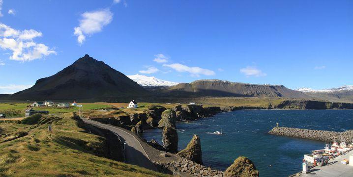 Eine Wanderung im Nationalpark um den Snæfellsjökull zwischen bizarren Lavakegeln und prächtigen Lavabrücken im Meer ist ein tolles Erlebnis