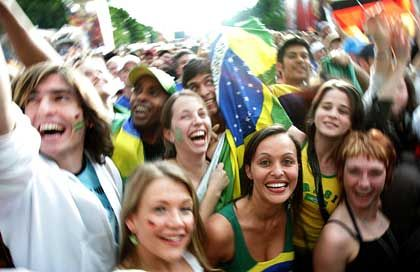 WM 2006: Wenn künftig Großevents in der ganzen Welt gesendet werden - wer legt dann die passende Werbung auf?