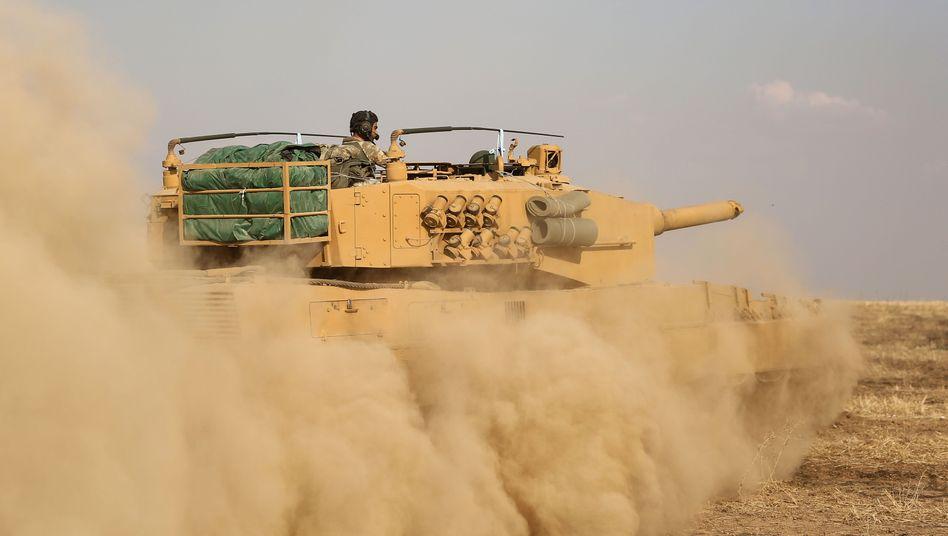 Türkischer Panzer an der Grenze zu Syrien (Archivaufnahme)