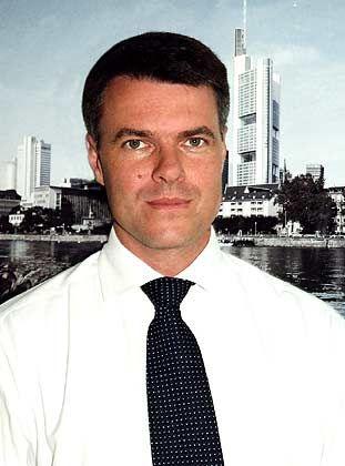 Karsten Hartmann ist seit 2001 bei Hg Capital in Frankfurt als Direktor tätig und für FTE Automotive verantwortlich. Vorher arbeitete der studierte Doktor der Chemie sechs Jahre bei McKinsey in München, spezialisiert auf Elektronik- und Telekom-Themen.