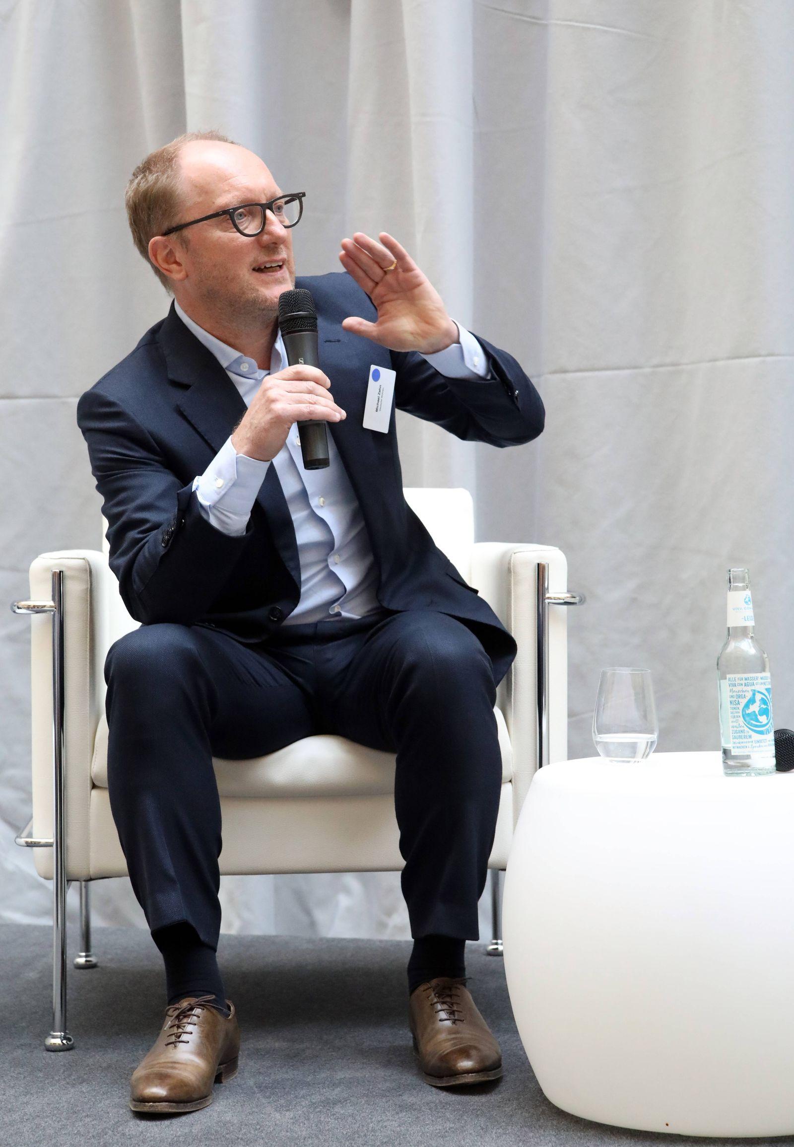 10 04 2019 Berlin Mitte Diskussion über Wohnung Mieten Duell der Kontrahenten Michael Zahn Deuts