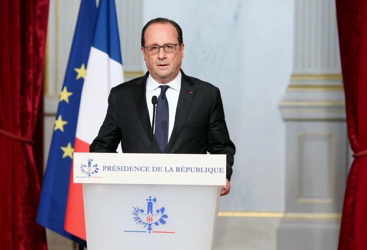 """Frankreichs Präsident François Hollande spricht von einem """"Kriegsakt"""" des IS"""