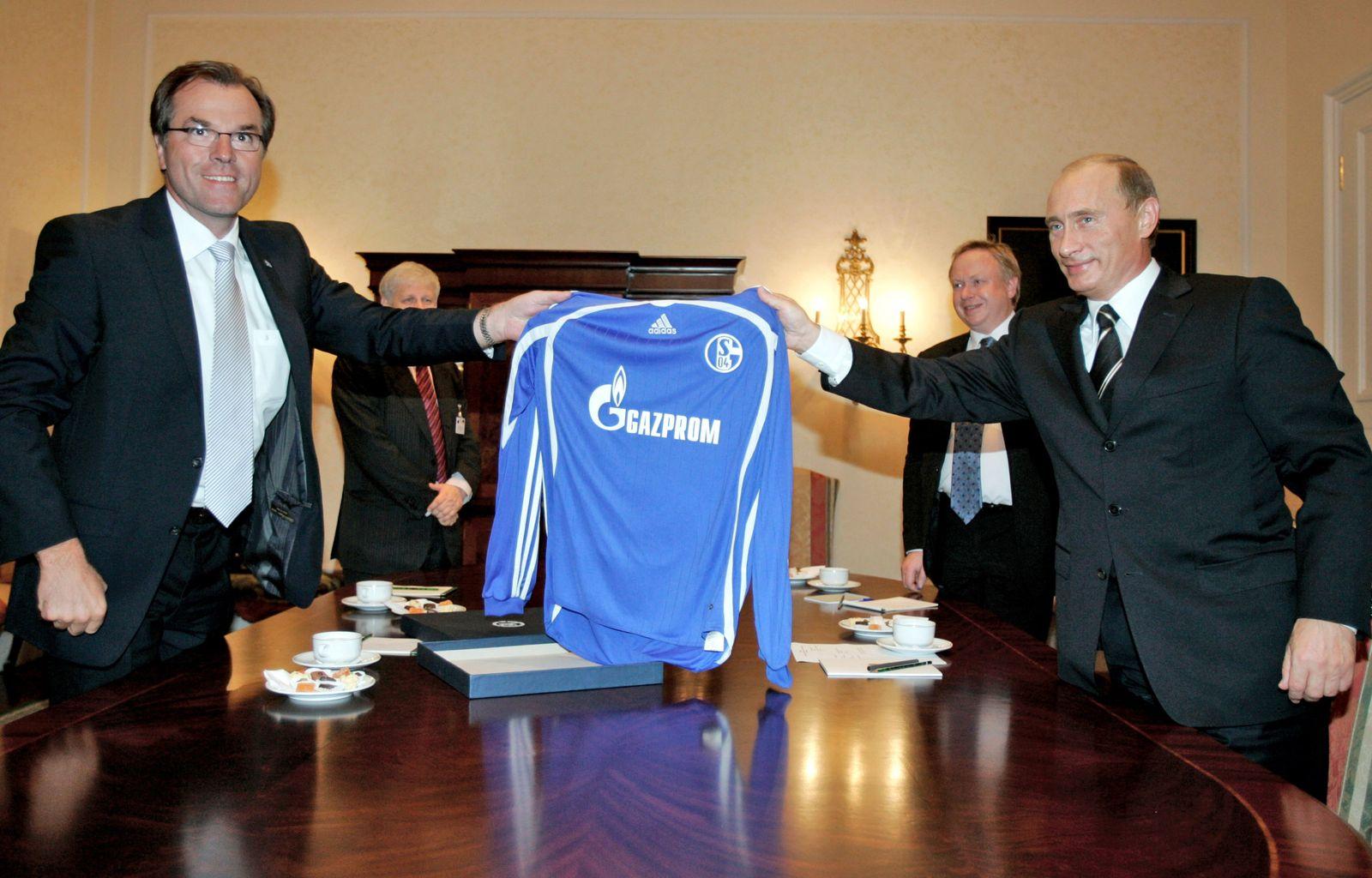 Toennis / Putin / Schalke Trikot