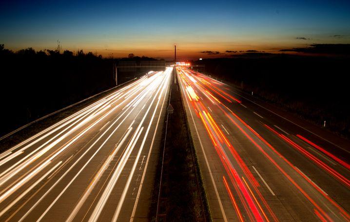 Autonom-Autobahn: Lastwagen sind mit 150 Stundenkilometern unterwegs