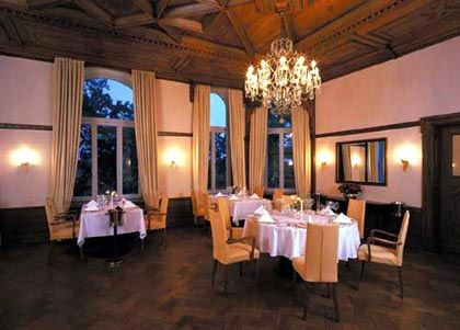 Das Restaurant in Schloss Lütgenhof knüpft an das Ambiente und die Tradition der Grand-Hotellerie an.
