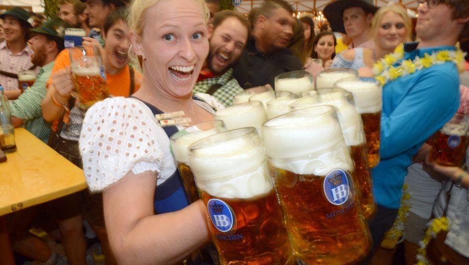 Wo das Bier noch schmeckt: Diese Oktoberfest-Bedienung kann sich über mangelnde Nachfrage offenbar nicht beklagen