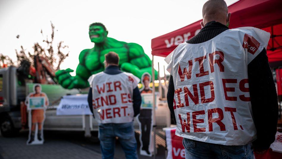 Mitarbeiter beim Warnstreik des öffentlichen Diensts in Duisburg am Dienstag dieser Woche
