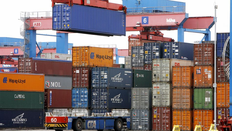 Containerverladung im Hamburger Hafen: Die Exporte werden nach Meinung des BDI 2011 zweistellig zulegen
