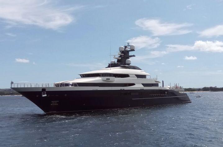 """Die Luxusyacht """"Equanimity"""" gehörte dem malaysischen Milliardär Low und wurde in diesem Jahr für 126 Millionen Dollar versteigert"""