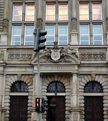 Für Falk steht die Ampel weiter auf Rot: Hamburger Strafjustiz-Gebäude