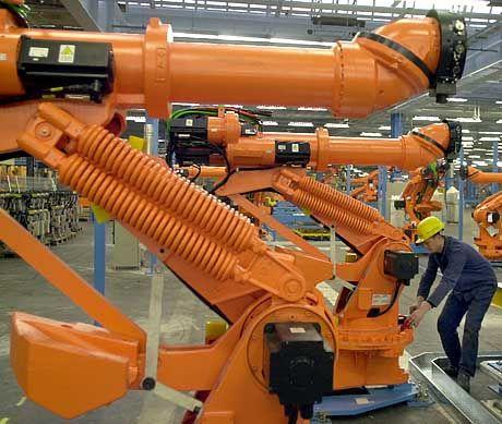 Einer von über 500 Produktionsrobotern, die ab 30. November 2001 im Kölner Werk an der Montage des Fiesta-Modells 2002 beteiligt sind