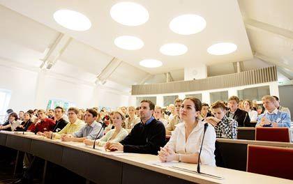 Nervöse Stimmung: Studienplatzbewerber vor Beginn des mündlichen Auswahlverfahrens