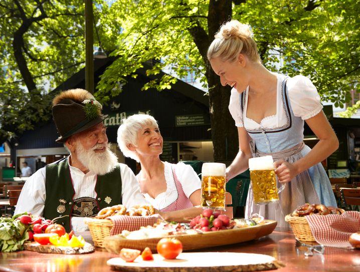 Der Biergarten feiert Geburtstag: Seit 200 Jahren trinken die Münchener ihre kühle Maß Bier im Sommer mit Gleichgesinnten