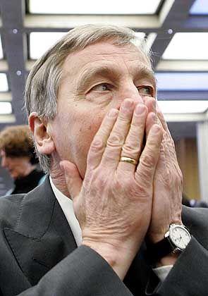 """""""Keine Missverständnisse"""": Bundeswirtschaftsminister Wolfgang Clement"""