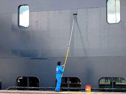 Erste Malerarbeiten: 1238 Crew-Mitglieder sorgen für Schiff und Passagiere