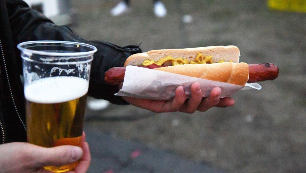 Bier und Bratwurst: Das kosten die Stadiongedecke der Bundesliga