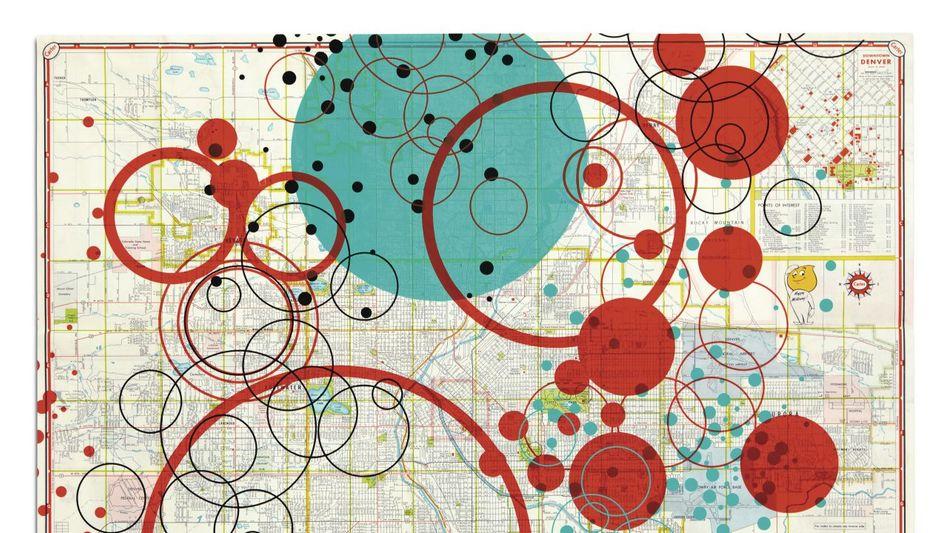 Die Arbeit Happy Motoring der Künstlerin Tamar Cohen verbindet Siebdrucktechnik mit alten Straßenkarten.