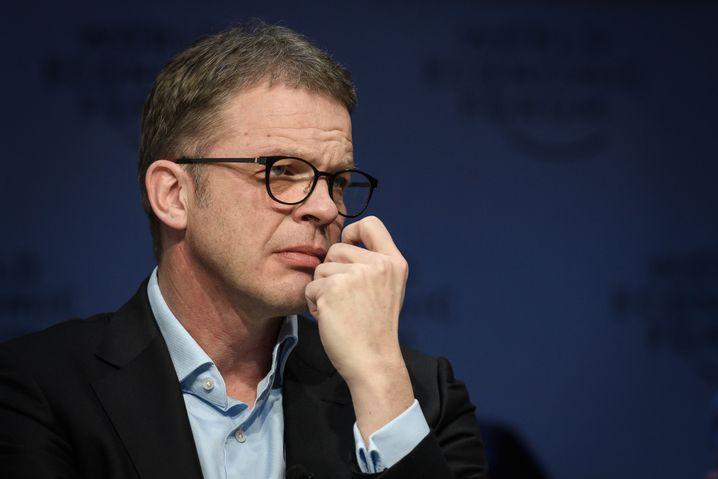 """Konzern-Chef Christian Sewing spricht von """"robusten Zahlen"""" für das erste Quartal"""