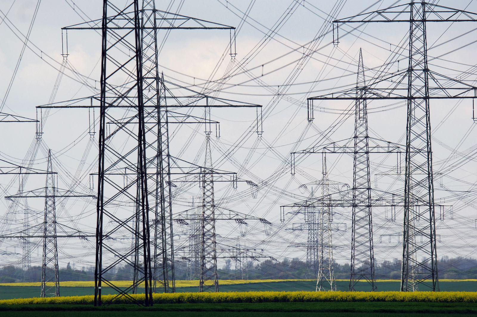 NICHT VERWENDEN Strom / Stromleitung / Strommasten