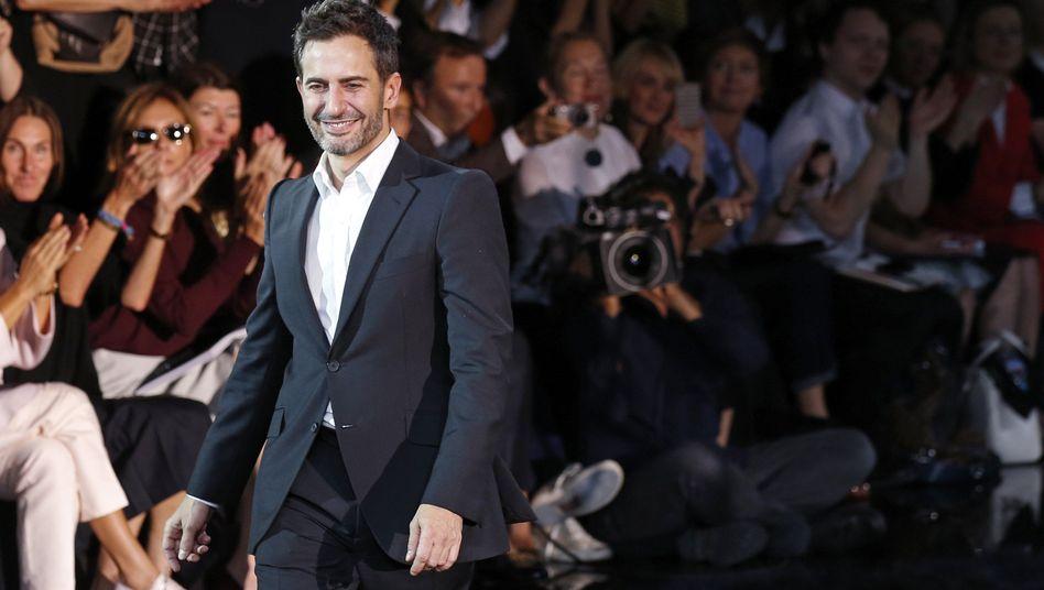 Abschied in Schwarz: Marc Jacobs auf dem Laufsteg in Paris