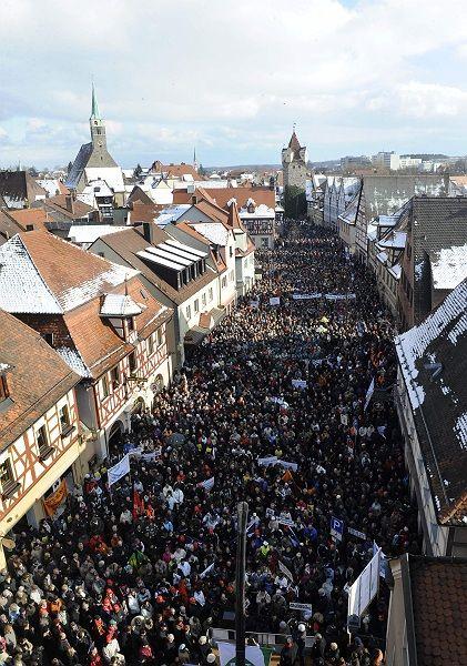 Ruf nach Hilfe: Tausende forderten in Herzogenaurach Staatshilfe für den Schaeffler-Konzern