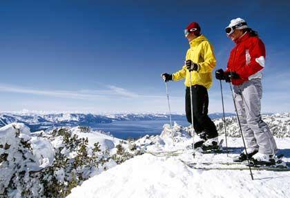 In Heavenly: Weit reicht der Blick auf den See vor der Kulisse der schneebedeckten Sierra-Berge