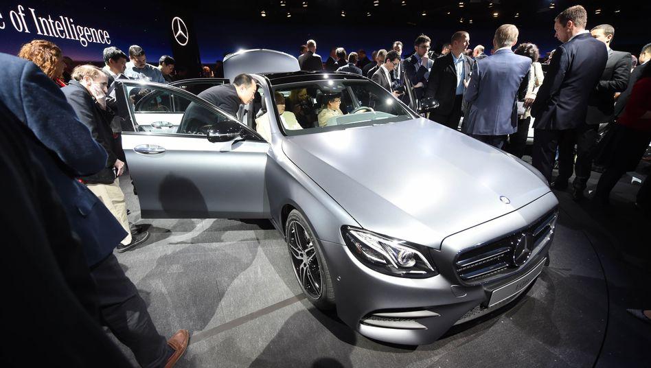 Neue Mercedes E-Klasse: Ihr neuer Dieselmotor ist sparsamer und stößt laut Daimler viel weniger Stickoxide aus