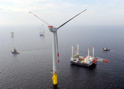 Windkraftanlage vor Borkum: Hoffnungsträger auf hoher See