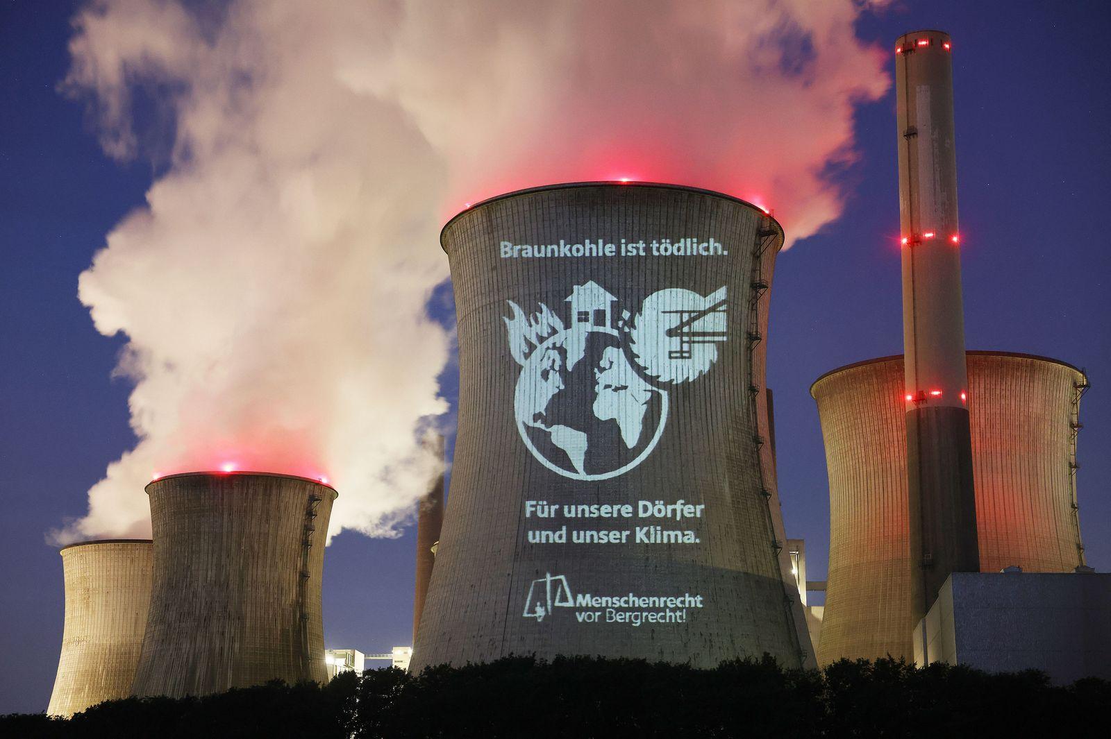 Forderung nach Kohleausstieg auf RWE-Kraftwerk projiziert