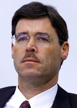 Ernst-Moritz Lipp: Der ehemalige Generalsekretär des Sachverständigenrates schied im Unfrieden aus dem Vorstand der Dresdner Bank aus. Seit 2000 ist Lipp Partner der von Jens Odewald gegründeten Beteiligungsgesellschaft Odewald & Cie.