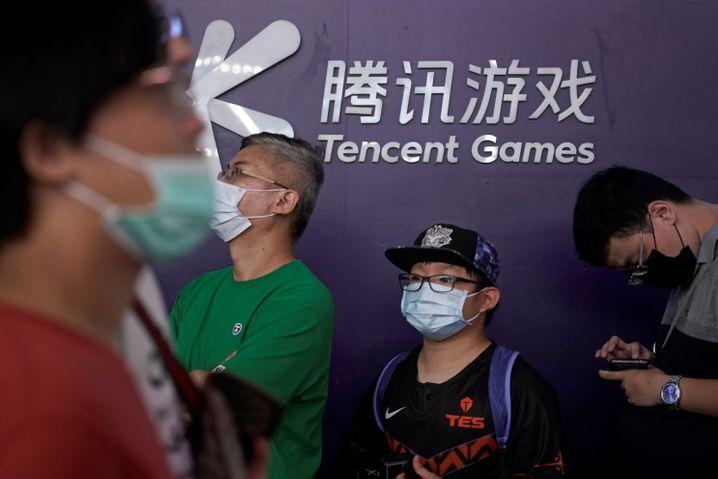 Fans auf einer Spielemesse in China: Der IT-Konzern Tencent befindet sich wie andere im Visier chinesischer Regulierer