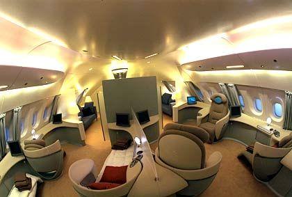 Wie in einem Luxus-Kreuzfahrtschiff: Der großzügige Innenraum im Airbus A380 lässt den Designern viele Möglichkeiten