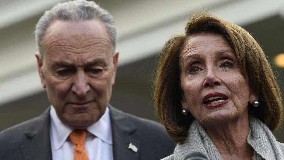 Die Demokraten Chuck Schumer und Nancy Pelosi fordern die Veröffentlichung des kompletten Mueller-Berichts