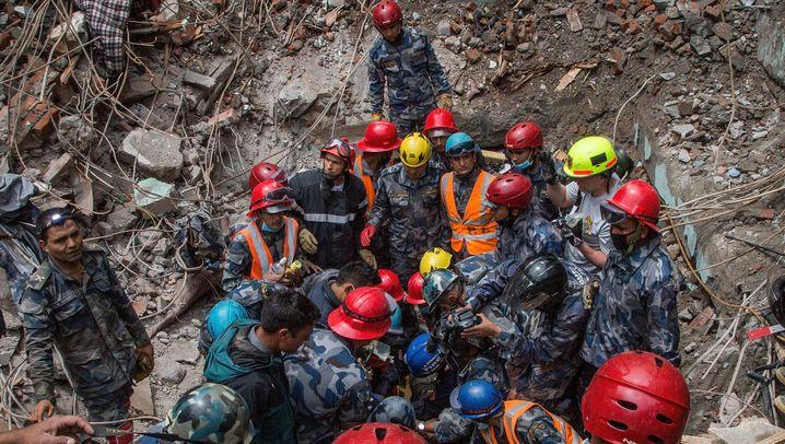 Rettungsarbeiten in Nepal: Zerstörung, wohin das Auge blickt