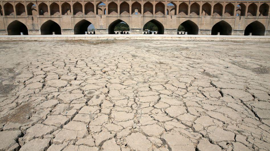 Dürre im Iran: Wirtschaftskrise, Hyperinflation und US-Sanktionen lassen die Macht von Präsident Ruhani bröckeln