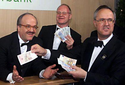 Noch mit Schnurrbart: Fahrholz mit Ernst Welteke und Hans Eichel (r.) auf der Euro-Party im Adlon