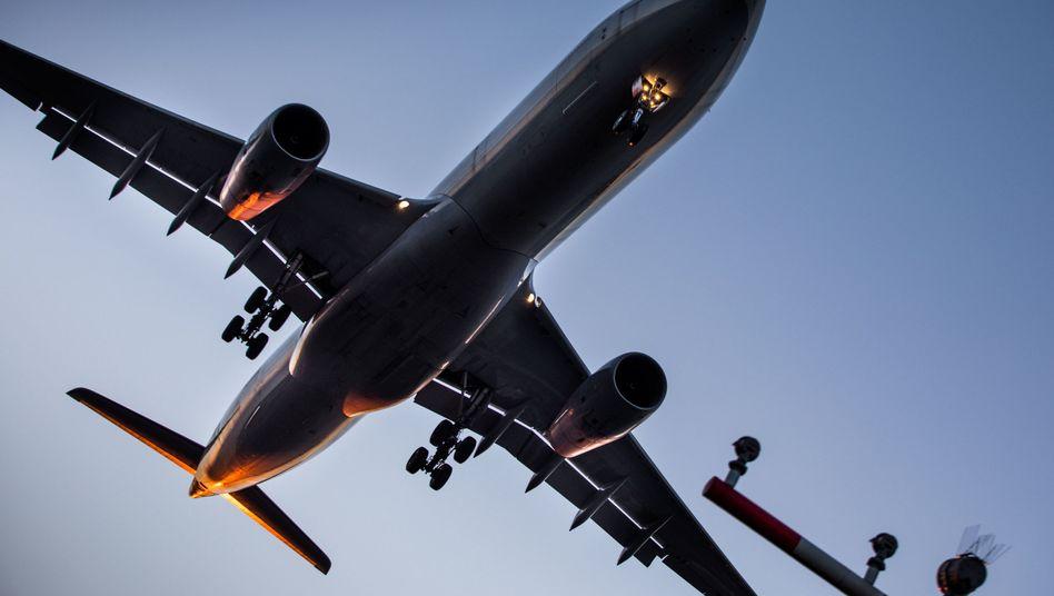 Lufthansa-Maschine bei der Landung in Frankfurt