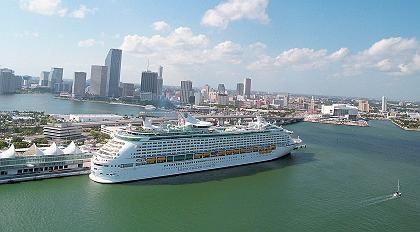 """""""Voyager of the Seas"""": Die Reederei Royal Caribbean schickt das Schiff nach Europa, weil sie ab April die """"Freedoms of the Sea"""" mit Platz für 4370 Passagiere in der Karibik kreuzen lässt"""
