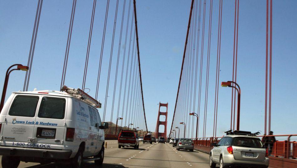 Straßen von San Francisco: Hier kann's schon mal eng werden. Noch scheinen Test-Roboterwagen damit nicht fehlerfrei klar zu kommen