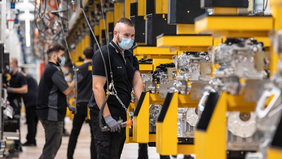 Arbeiter im Werk von Daimler