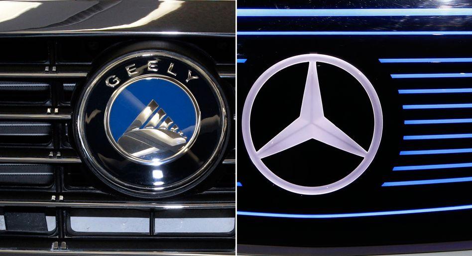 Logos von Geely und Mercedes-Benz: Immer mehr Autohersteller wollen ihre Motorenfertigung reduzieren