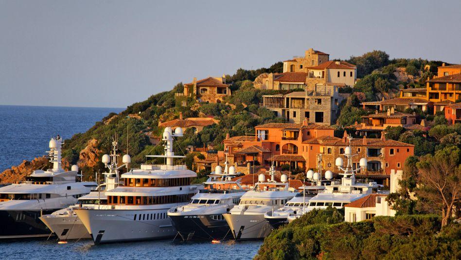Treffpunkt der Reichen: Yachthafen von Porto Cervo an der sardischen Costa Smeralda